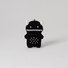 This hairy scary monster will be sure to scare away any foes with his pointy horns and toothy grin. Ricemon is the perfect size for your everyday gadgets and gizmos! Has a detachable plastic keychain to secure your new pal to your backpack, jacket or trousers! Presented in fun Kraft packaging. A snug fit for gadgets up to 6.7cm x 13.7cm.