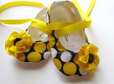 Baby Shoes Yellow & White Dots on Black Baby by babyblushboutique, $20.00
