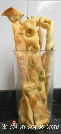 Pasta de full amb pipes i olives My Recipes, Bread Recipes, Favorite Recipes, Creative Kitchen, Party Finger Foods, Pan Bread, Food Decoration, Snacks, Crack Crackers