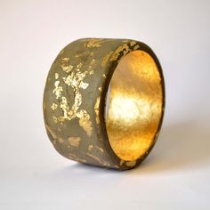 Concrete jewelry  wooden bangle in green with by cementology, €39.00