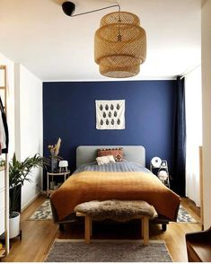 33 Epic Navy Blue Bedroom Design Ideas to Inspire You & Homesthetics & Inspiring ideas for your home. The post 33 Epic Navy Blue Bedroom Design Ideas to Inspire You appeared first on Dekoration. Navy Blue Bedrooms, Blue Bedroom Walls, Blue Rooms, 60s Bedroom, Blue Feature Wall Bedroom, Childrens Bedroom, Calm Bedroom, Navy Blue Walls, Dark Blue Feature Wall