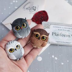 Are you still waiting for your owl from Hogwarts? - Clay ideas - Are you still waiting for your owl from Hogwarts?] Evening Are you still waiting for your owl from - Polymer Clay Kunst, Polymer Clay Owl, Polymer Clay Animals, Polymer Clay Miniatures, Polymer Clay Projects, Polymer Clay Creations, Polymer Clay Jewelry, Clay Crafts, Diy Clay