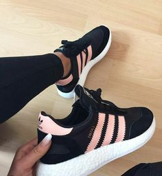 Zapatillas de tenis Adidas Source by shoes adidas Cute Shoes, Me Too Shoes, Cool Shoes For Men, Souliers Nike, Sneakers Fashion, Fashion Shoes, Fashion Fashion, Fashion Outfits, Winter Fashion