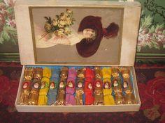Boxed Set of Victorian Miniature Christmas Crackers! - Dorian's Doll Room #dollshopsunited