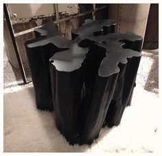 """Table racine / table basse, stool, bout de canapé. Bois. Tronçon de """"bois cathédrale"""" (Chimarrhis Turbinata / Rubiaceae). Origine : Guyane. Noir mat. Dim : D X H cm. Prix : 600€. HODS DESIGN : ANTIQUITES INDUSTRIELLES - VINTAGE - DESIGN XXe..."""