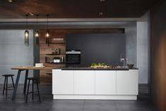 Passt sich deinem Geschmack und deinem Zuhause perfekt und individuell an: das ewe50 Jubiläumsmodell. Viele Farben und großartige Gestaltungsmöglichkeiten machen deine Traumküche wahr! #ewe #eweundnichtirgendeineküche #eweküche #ewekueche #eweküchen #ewekuechen #küche #küchen #inspiration #kücheninspiration #kücheninsel #kitcheninspo #küchenideen #weißeküche #neueküche
