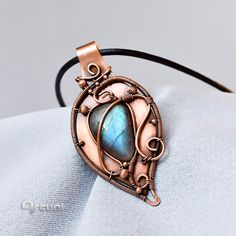 Wire wrapped one of a kind Labradorite pendant #labradorite #jewelry #pendant #necklace #copperpendant #coppernecklace #handmadejewelry #handmade #gift #jewellery #instajewelry #instagood #giftforwomen #etsy #etsyseller #etsyshop #etsylove #gemstone #gemstonejewelry #beautiful #girlfriendgift #artual #artualdesign #wirejewelry #anniversarygift #statementjewelry #fashion #fashionjewelry #fashionnecklace #blue