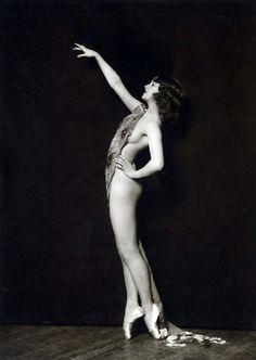 Ziegfeld Dancer By Alfred Cheney Johnston