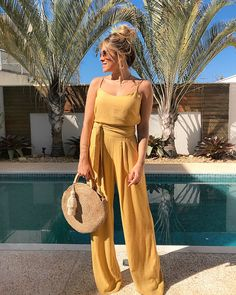 """c86a19cfd Fernanda Pontelo on Instagram: """"🤗☀ . Macacão em linho @amissimaoficial 💛  . . #sunday #ootd #summer #outfit #style #color #outfit #fashion #styling  ..."""