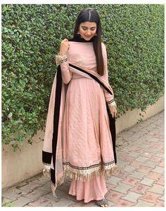 Pakistani Dress Design, Pakistani Outfits, Indian Outfits, Party Wear Indian Dresses, Simple Pakistani Dresses, Party Wear Kurtis, Pakistani Couture, Party Dresses, Patiala Suit Designs