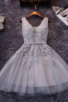 Sleeveless Lace-up Tulle Short homecoming Dress Lace Appliques PG098