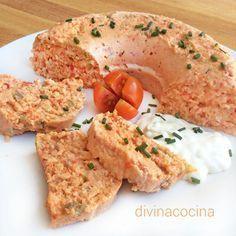 PASTEL DE ATÚN AL MINUTO: Para servir con tostaditas, con más textura de paté, pon en la batidora los palitos y el atún escurrido con los huevos, la mayonesa y 3 cucharadas de tomate frito. Todo al microondas 11 minutos y listo. Sirve sobre tostaditas o en canapés, tartaletas...
