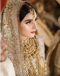 If you want to be a unique bride that looks gorgeous on your wedding day, search for the bridal jewelry that will compliment your attire. Pakistani Bridal Makeup, Indian Bridal Fashion, Pakistani Wedding Dresses, Pakistani Suits, Bridal Lehenga, Beautiful Bridal Makeup, Bridal Makeup Looks, Bridal Looks, Beautiful Bride