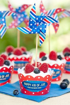 4th of July Cupcakes + Free Printable Cupcake Wrappers and Pinwheel Toppers - http://www.pindandy.com/pin/3466/