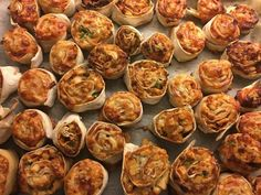 glutenfrie pizzasnurrer Baking, Ethnic Recipes, Food, Patisserie, Bread, Bakken, Meals, Postres, Reposteria