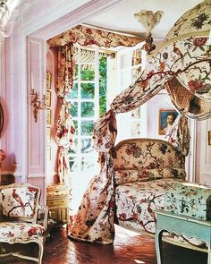 (John Yunis)  Lillian and Ted Williams in Provence, Pavilion de Bidaine, Part 4: Lillian Williams bedroom: the fabric in Mrs. Williams bedroom was reproduced for her by Manuel Canovas from a piece in her vast collection of eighteenth century materials.  From World of Interiors, photo by Michael Mundy  #18thcentury #17thcentury #france #paris #provence #chateau #library #maisondeplaisance #estate #johnyunis #entrancehall #decorazioni #decor #deco #decorat #decorate #decoração #decoración…