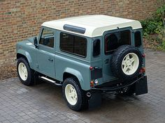 Land Rover Twisted Defender 90 Retro Edition T60