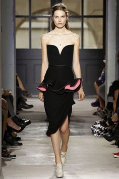 Trend Spring 2013: ¡Di sí a los holanes o volantes!. Look de Balenciaga.