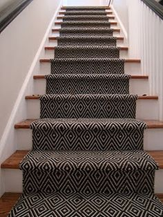 15 Creative Stair Runner Ideas that Will Make Your Staircase Look Stunning - Hau. 15 Creative Stair Runner Ideas that Will Make Your Staircase Look Stunning – Haus Dekoration Basement Stairs, House Stairs, Entry Stairs, Basement Carpet, Staircase Runner, Stair Carpet Runner, Staircase Ideas, Carpet Treads For Stairs, Stairs