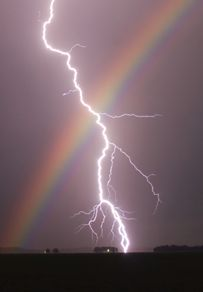 Nature doin it's own thing. This is also on my lightning board. Rainbows and lightning in one pic, had to go on both boards. Look Wallpaper, Iphone Background Wallpaper, Galaxy Wallpaper, Nature Wallpaper, Wallpaper Desktop, Amazing Wallpaper, Iphone Wallpapers, Aztec Wallpaper, Animal Wallpaper