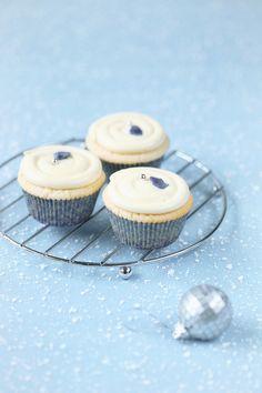 Фиалковые капкейки с белым шоколадом / Cupcakes de violeta e de chocolate branco