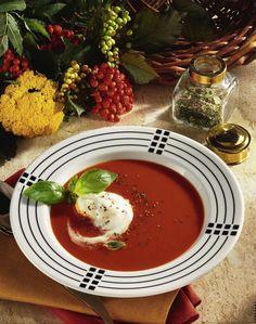 Unser beliebtes Rezept für Tomatensuppe mit Ginsahne und mehr als 55.000 weitere kostenlose Rezepte auf LECKER.de.
