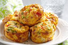 Low Carb Muffins: Spicy ham and cheese protein bombs- Low Carb Muffins: Würzige Schinken-Käse-Eiweißbomben Muffins do not have to be sugar-rich calorie bombs: These low carb muffins score extra extra protein and are quick and easy to make. Egg Recipes, Brunch Recipes, Breakfast Recipes, Cooking Recipes, Breakfast Muffins, Pizza Muffins, Breakfast Ideas, Omelette Muffins, Breakfast Cupcakes