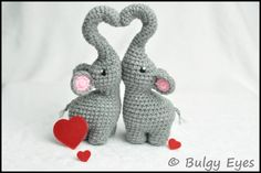 I can't read this language but how cute are these! I need to find in English! Crochet Elephant, Crochet Bunny, Crochet Animals, Diy Crochet, Crochet Crafts, Crochet Dolls, Crochet Projects, Elefant Design, Couture Main