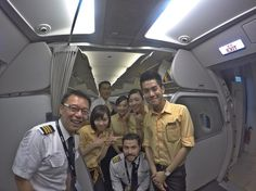 With some time to spare at Kota Kinabalu we always find some time to share a smile! Welcome on board on our direct flight to Taipei! #航空公司 #台灣虎航 #虎航 #飛行員生活 #機組人員 #crewlife #pilotlife #flightattendant #crew #tigerairtw #tigerairtaiwan #tigerair #malaysia #kotakinabalu #aviation #flying #smile #team #happy by leftsideview