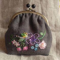 작품반 파우치..... 오늘 하루는 더욱 열심히하자... . #Embroidery #handmade #Embroiderybag#brooch #자수타그램 #힐링자수 #자수파우치 #프랑스자수