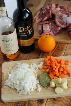 Pork cheeks with Pedro Ximénez wine Pork Recipes For Dinner, Meat Recipes, Pork Cheeks, Pork Dishes, Deli, Ribs, Food And Drink, Favorite Recipes, Cheese