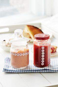 Valmista vaihteeksi raikasta raparpericurdia ja tarjoa esimerkiksi creme bruleen kanssa! Tämän herkun voi myös pakastaa. Rhubarb Recipes, Creme Brulee, Marmalade, Syrup, Dips, Mason Jars, Goodies, Food And Drink, Baking