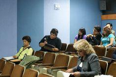 Sesión de preguntas, alumna Rosalía Muñoz, Auditorio de la DGTIC, Seminario: Visiones sobre la Mediación Tecnológica en Educación, 23 de septiembre de 2013.