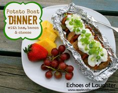 Echoes of Laughter: Camping & BBQ Recipes Week: POTATO BOAT DINNER with Ham, Cheese & Bacon Large potatoes, baked Sliced ham Cooked bacon slices cheese slices {we like marble} Sour cream for topping Green Onion for topping Camping Meals For Kids, Camping Bbq, Kids Meals, Camping Ideas, Camping Foods, Family Camping, Camping Cooking, Outdoor Camping, Camping List