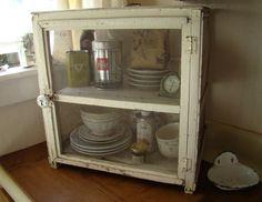 My Petite Maison: Vintage Loves & Good Scents #vintagepiesafe
