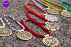 Medallones con cadenas intercambiables de trapillo!