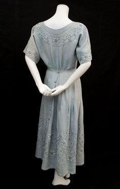 Edwardian clothing at Vintage Textile: #4081 ethnic embroidered dress