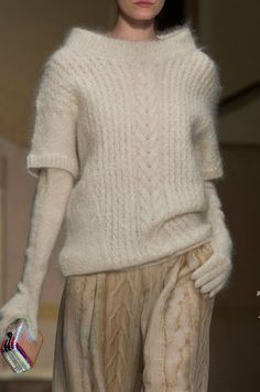 Laura Biagiotti Details A/W - extra long gloves Laura Biagiotti, Knitwear Fashion, Knit Fashion, Angora Sweater, Long Gloves, Thick Sweaters, Fashion Moda, Milan Fashion, Sweater Weather