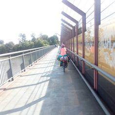 Von der Radtour:  Eines der letzten Brückenduelle der Tour in #ladenburg  #radlhasen #Neckar #Neckartour #Neckarradweg #Neckarradtour #Neckartal #Fahrrad #Fahrradtour #Radreise #Radurlaub #Radwandern #Bike #bikelover #biketour #biketravel #BW #papablog #papablogger #papa #vatertochter #fatherhood #stolzerpapa #mädchenpapa #bodehase - Eine Papa-Tochter-Radtour