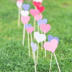 These decorating sticks with colorful hearts on the top are for you, if you're bored with carpet, or flower leading to the place of the ceremony, and you'd like something playful and funny instead! (of different colours, cc. Wedding Signs, Wedding Ceremony, Reception, Made In Heaven, Seating Charts, Event Design, Wedding Styles, Signage, Wedding Cakes