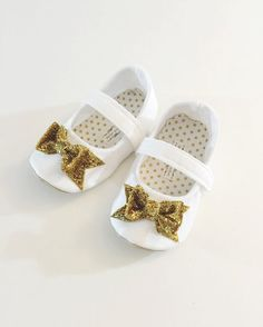 Organza Bag WHITE Sparkle Baby Shoes White Satin//Lace Bows//Heart Buttons 3-6m
