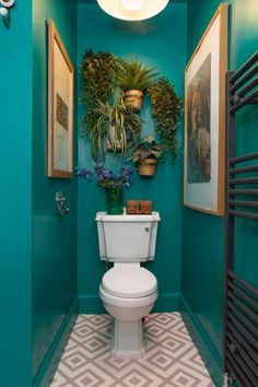 Home Interior Classic This Scottish home is bursting with bold colors and cool wall decor ideas. Modern Bathroom Decor, Bathroom Interior, Modern Decor, Small Bathroom, Bathroom Colors, Bathroom Ideas, White Bathroom, Bohemian Bathroom, Bathroom Photos