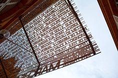 Ein Bischofspalast sollte es werden, nach der Revolution wurde es eine Markthalle. Direkt an der Kathedrale - die mit den Chagall-Fenstern - die Markthalle von Metz. Traumhaft zum Einkaufen, Essen, Trinken oder natürlich zum Fotografieren. Besonders kreativ: Das Vordach des Marche Couvert mit Spezialitäten aus Lothringen und dem Elsass. Foto:Pressefoto.com/Krudewig