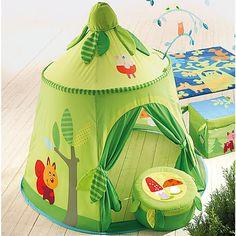 Mit den tollen Accessoires von Haba verwandelt sich jedes Kinderzimmer schnell in einen Zauberwald.<br /> <br /> Das tolle Spielzelt ist ein Ort der Fantasie und lädt sofort zum Spielen ein. Es verfügt über ein Fenster und lässt sich bei Bedarf kinderleicht auf- und abbauen. Ein idealer Ort zum Toben, Träumen und Spaß haben.<br /> <br /> Maße:<br /> Höhe: ca. 125 cm<br /> Durchmesser: ca. 120 cm<br /> <br /> Material:<br /> Zelt: Baumwolle/Polyester, Netzgewebe<br /> Stäbe: Kunststoff