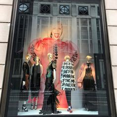 """Don't kid yourself - style matters"" - Linda Fargo @bergdorfs #windowdisplay #nyc #bgwindows #bergdorfgoodman #bergdorfs #style #fashion #visualmerchandising #visualmerchandiser #vmlife #vmdaily via @nlundebjerg"