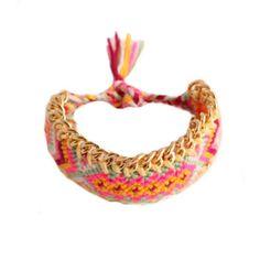 Armbanden : Bohemian Color Bracelet - Aaaaaaah! Hoe leuk is dit armbandje! Heerlijke zomerste tinten! Doet ons meteen aan een zonnige zomervakantie in Ibiza denken. En jullie? :) www.styledbyroro.com