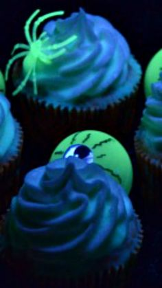How To Make Glow in the Dark Cupcakes ~ fun fo rHalloween or a glow in the dark themed party