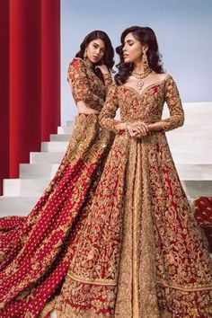 Sometimes I miss seeing a classic red bridal ❤️ - Indische Kleider - Asian Bridal Dresses, Asian Wedding Dress, Pakistani Wedding Outfits, Indian Bridal Outfits, Bridal Lehenga Choli, Pakistani Bridal Dresses, Pakistani Wedding Dresses, Wedding Lehnga, Pakistani Couture