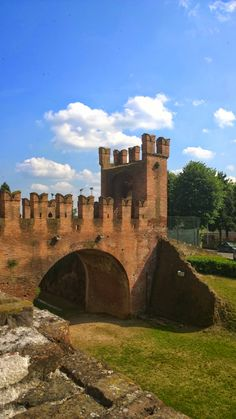 One of the gates of the castle at Soncino, Italy #soncino #castle #italy