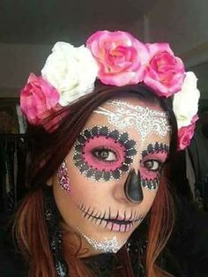 im always looking for awesome halloween costumes! i find it so strange that i am pinning costumes on halloween! happy halloween everybody! Maquillage Sugar Skull, Halloween Makeup Sugar Skull, Candy Skull Makeup, Sugar Skull Costume Diy, Candy Skull Costume, Sugar Skull Makeup Tutorial, Sugar Skull Face, Sugar Skulls, Pink Makeup